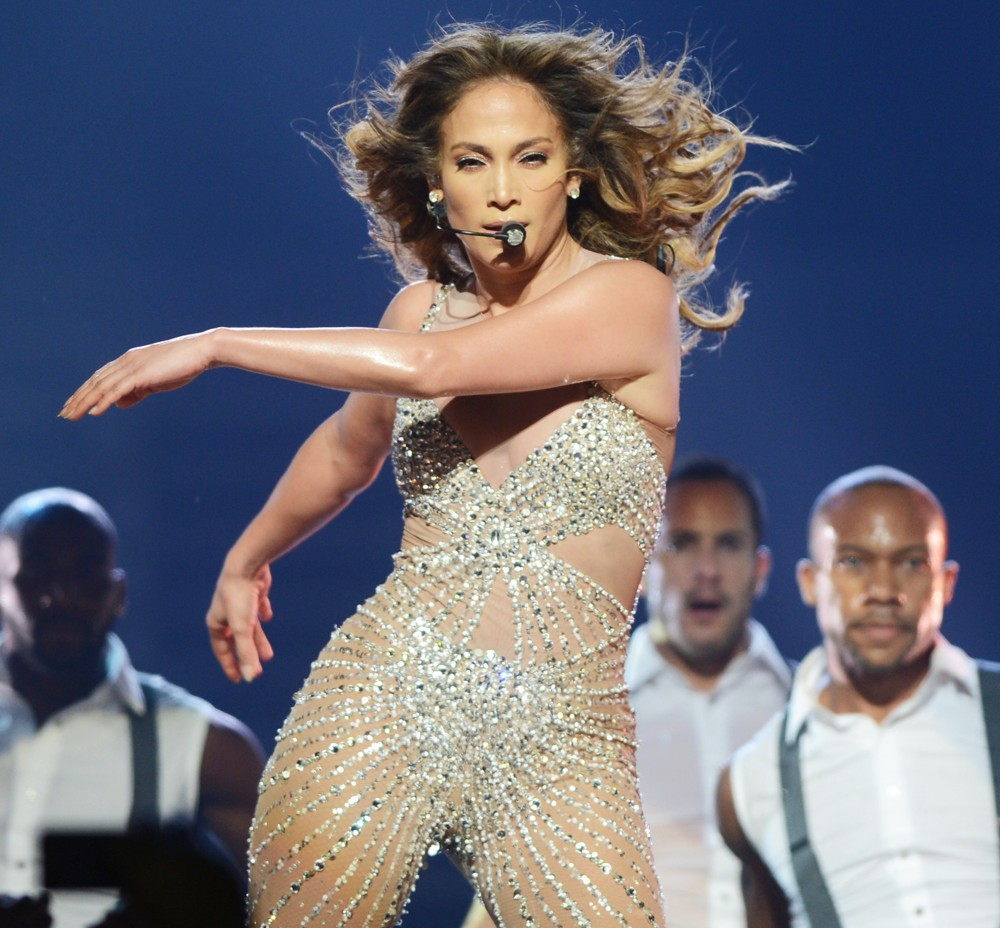 Jennifer lopez picture 614 jennifer lopez performs live Where does jennifer lopez live
