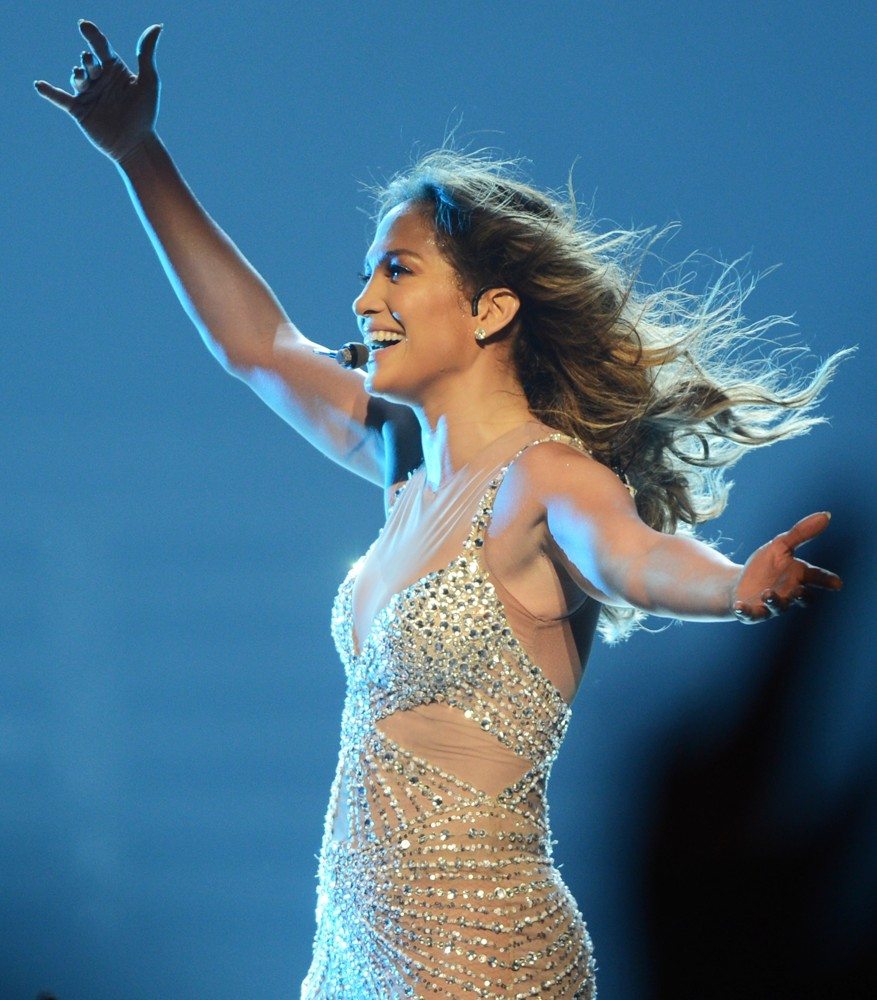 Jennifer lopez picture 597 jennifer lopez performs live Where does jennifer lopez live