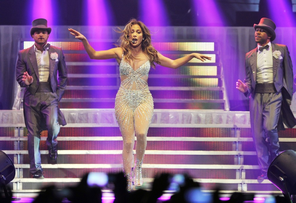 Jennifer lopez picture 606 jennifer lopez performs live Where does jennifer lopez live