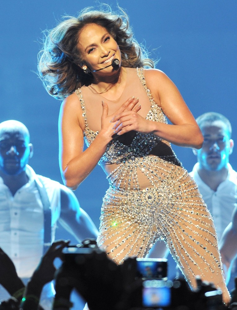 Jennifer lopez picture 627 jennifer lopez performs live Where does jennifer lopez live