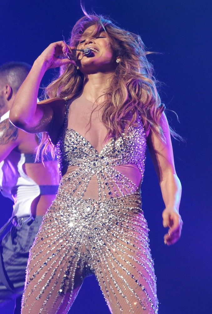 Jennifer lopez picture 615 jennifer lopez performs live Where does jennifer lopez live