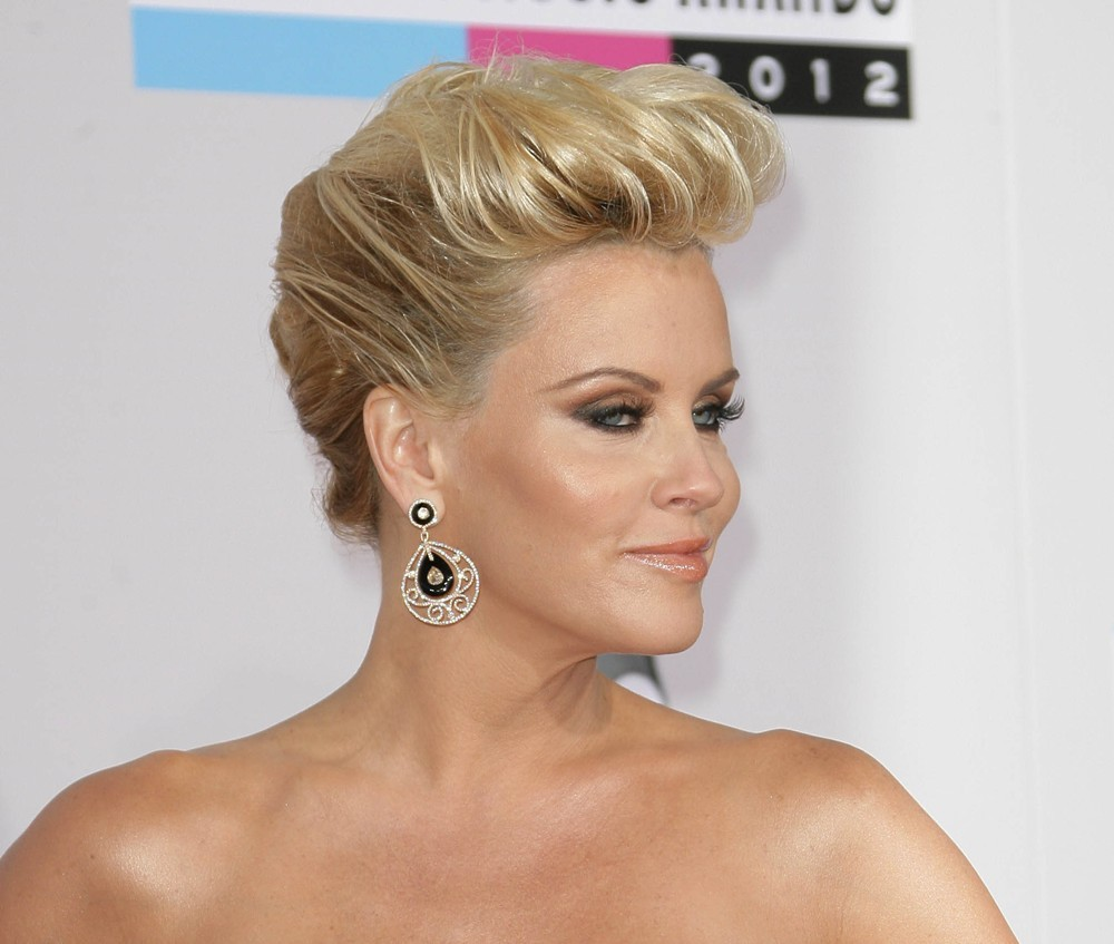 Jenny McCarthy<br>The 40th Anniversary American Music Awards - Arrivals
