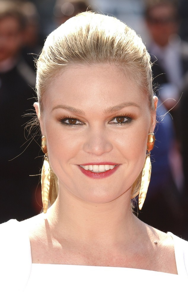 diary room stars julia stiles   gallery photo colection
