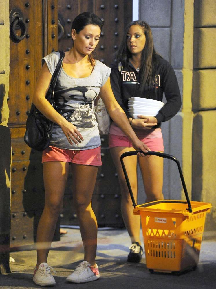 Jersey Shore Cast Members Pop Round The Corner to A Local Shop to Wash Their Dirty Dishes