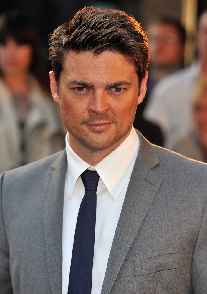 karl-urban-uk-premiere-star-trek-03.jpg