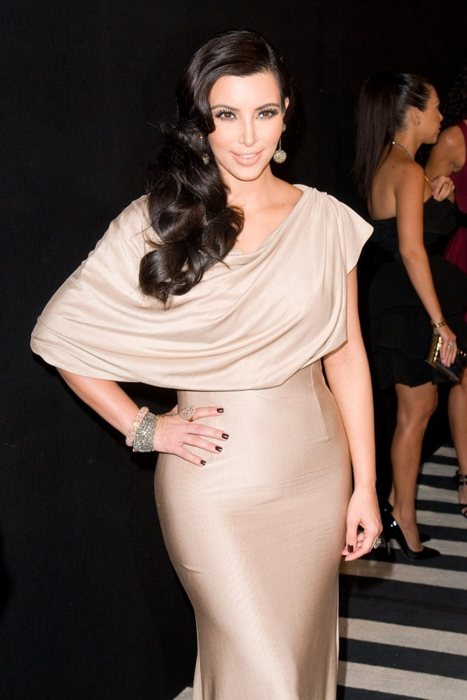 http://www.aceshowbiz.com/images/wennpic/kim-kardashian-welcome-to-new-york-party-03.jpg