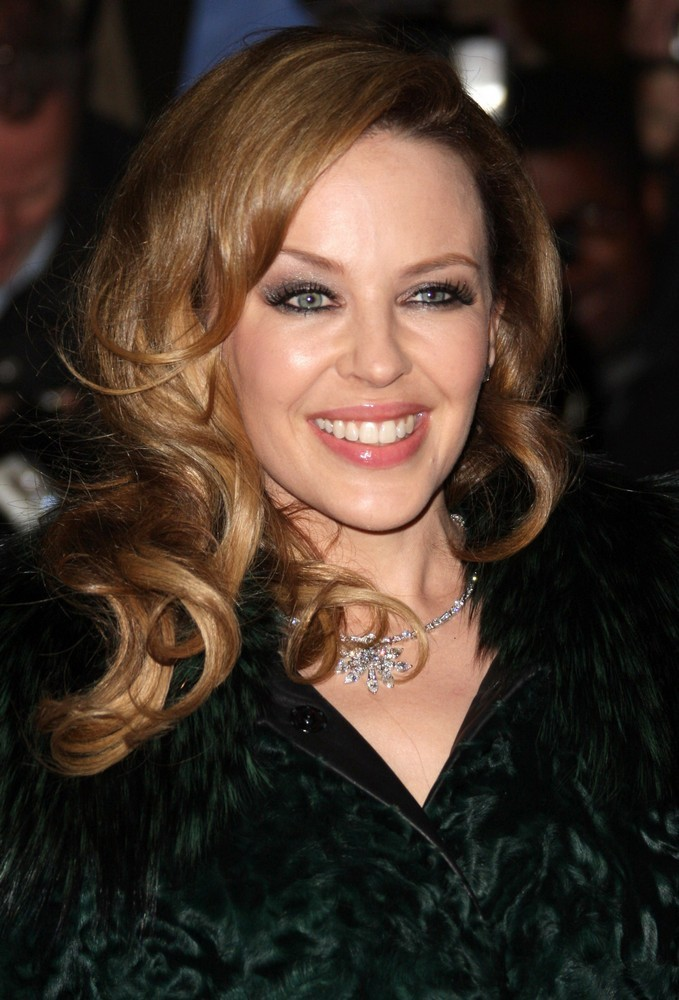 http://www.aceshowbiz.com/images/wennpic/kylie-minogue-gq-men-of-the-year-awards-2011-01.jpg
