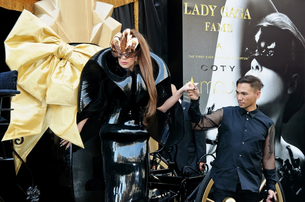 Lady GaGa<br>Lady GaGa Arrives for Her Fame Fragrance Launch in A Horse-Drawn Carriage