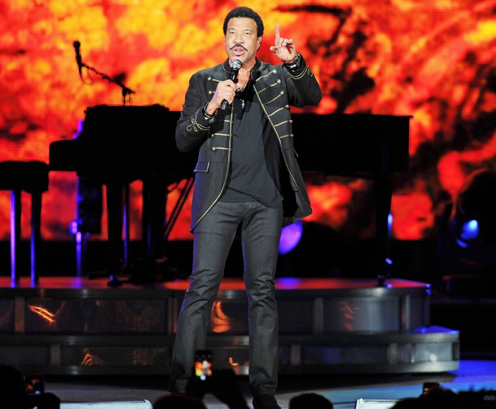 Lionel Richie<br>Lionel Richie Performing Live in Concert