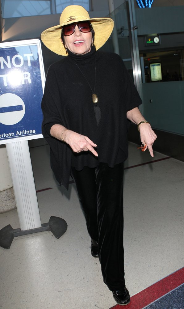 Liza Minnelli<br>Liza Minnelli at Los Angeles International Airport