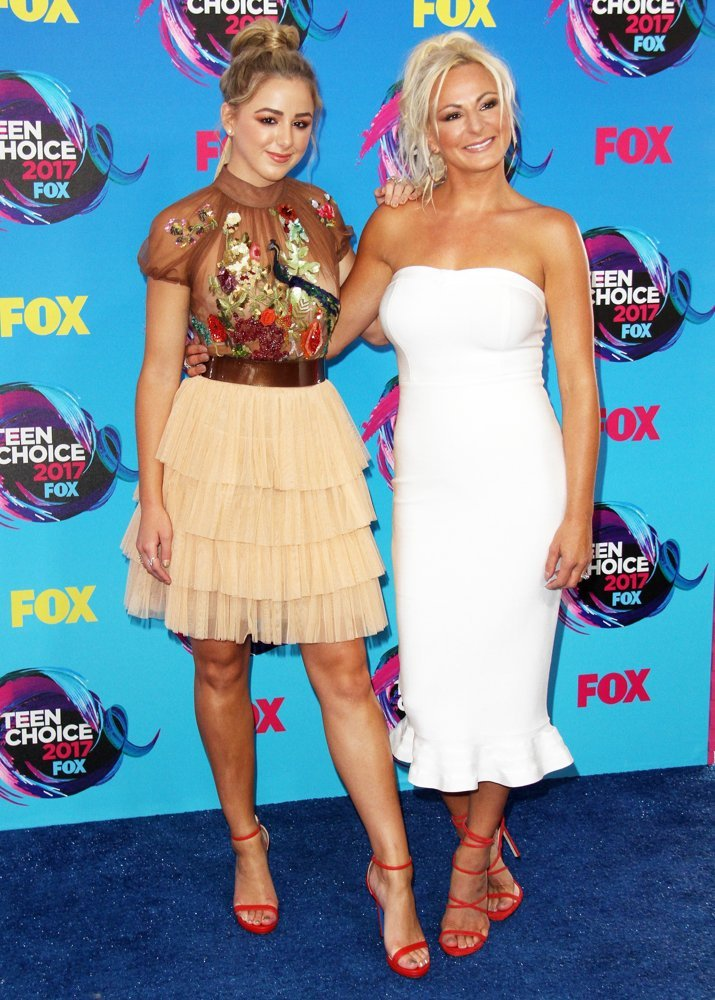 Chloe Lukasiak, Christi Lukasiak<br>Teen Choice Awards 2017 - Arrivals