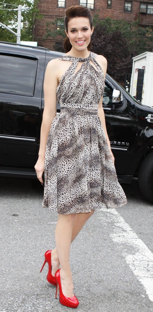 Mandy Moore<br>Mercedes-Benz New York Fashion Week Spring-Summer 2012 - Charlotte Ronson - Arrivals