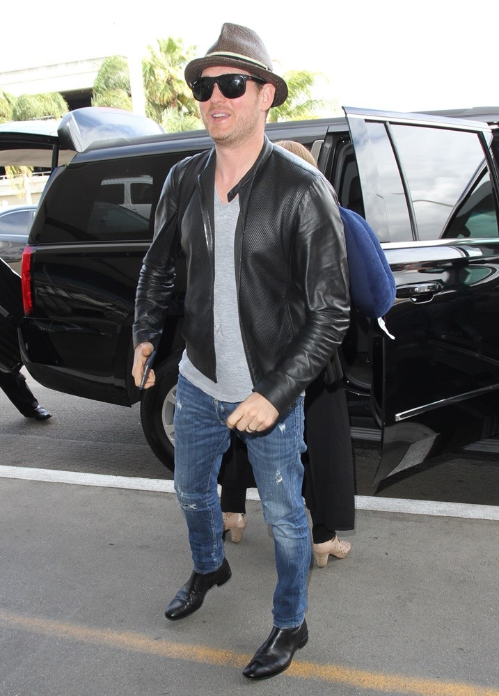 Michael Buble<br>Michael Buble Arrives at Los Angeles International Airport