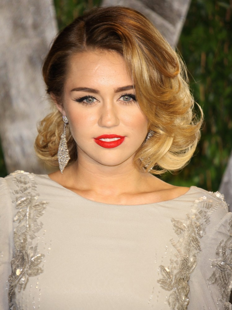 Miley Cyrus Picture 357 - 2012 Vanity Fair Oscar Party - Arrivals