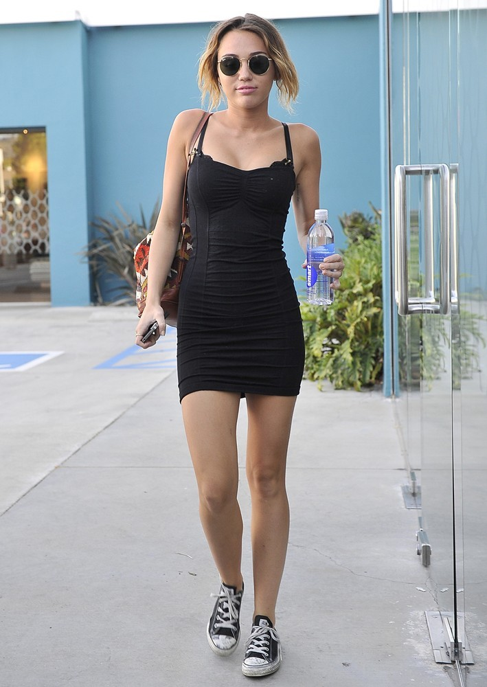 Miley Cyrus' Gluten-Free Diet Encouragement Met With Backlash From ...
