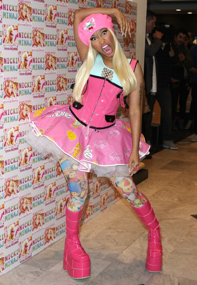 http://www.aceshowbiz.com/images/wennpic/nicki-minaj-signs-album-pink-friday-roman-reloaded-10.jpg