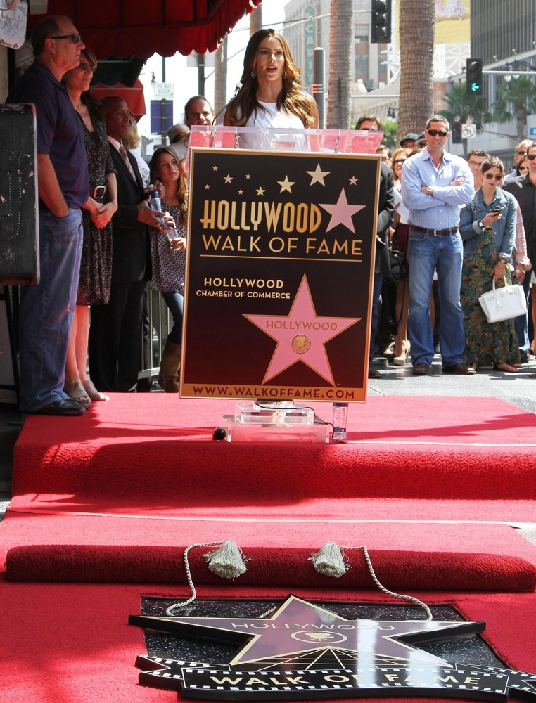 Ed O'Neill, Sofia Vergara<br>Ed O'Neill Is Honoured with A Star on The Hollywood Walk of Fame