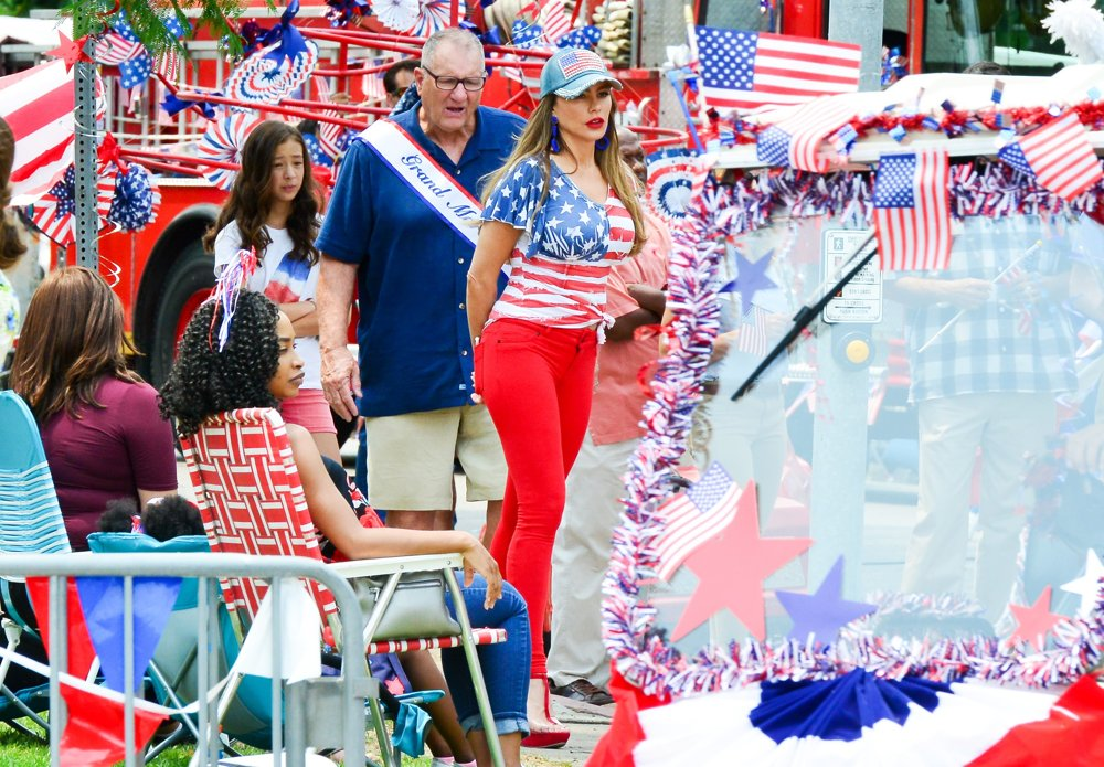 Ed O'Neill, Sofia Vergara<br>Filming A Scene at An American Parade for Modern Family