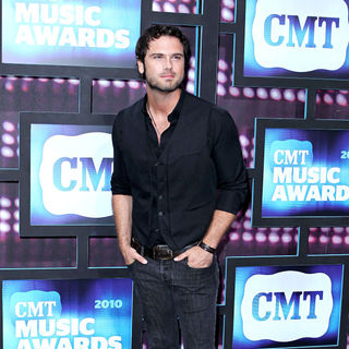 2010 CMT Music Awards Blue Carpet Arrivals