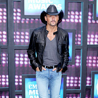 Tim McGraw in 2010 CMT Music Awards Blue Carpet Arrivals