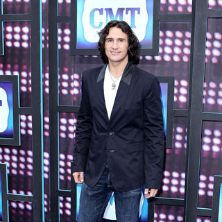 Joe Nichols in 2010 CMT Music Awards Blue Carpet Arrivals