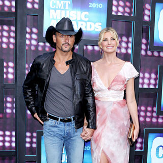 Tim McGraw, Faith Hill in 2010 CMT Music Awards Blue Carpet Arrivals