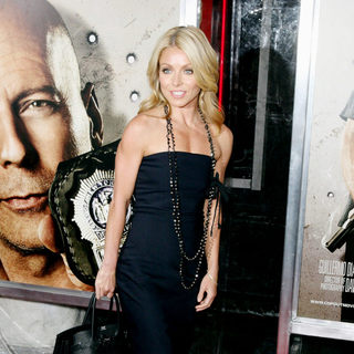 Kelly Ripa in The NY Movie Premiere of 'Cop Out'