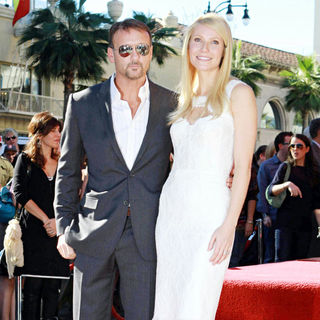 Tim McGraw, Gwyneth Paltrow in Gwyneth Paltrow Hollywood Walk of Fame Star Induction Ceremony