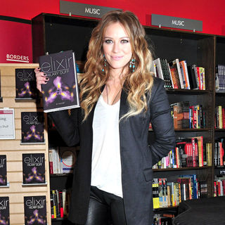 Hilary Duff in Hilary Duff Signs Copies of Her New Book 'Elixir'