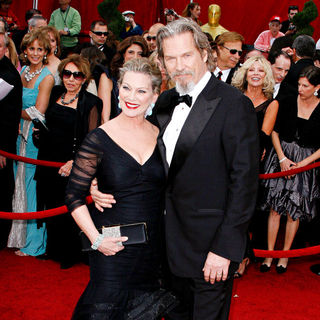 Jeff Bridges, Susan Geston in The 82nd Annual Academy Awards (Oscars) - Arrivals