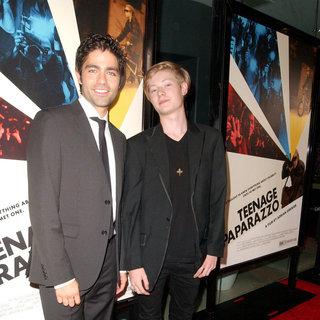Adrian Grenier, Austin Visschedyk in Los Angeles Premiere of HBO's 'Teenage Paparazzo' - Arrivals