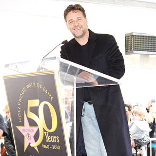 Russell Crowe in Russell Crowe is honoured with the 2404th star on the Hollywood Walk of Fame