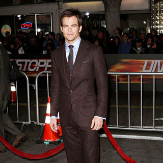 "Chris Pine in Los Angeles Premiere Of ""Unstoppable"""