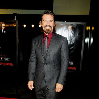 Josh Brolin in The New York Movie Premiere of 'Wall Street 2: Money Never Sleeps' - Arrivals