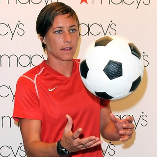 Abby Wambach in The U.S. Women's National Soccer Team Appears at Macy's Town Center Mall - abby-wambach-at-macy-s-town-center-mall-02