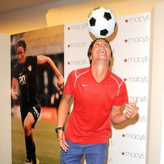 Abby Wambach in The U.S. Women's National Soccer Team Appears at Macy's Town Center Mall - abby-wambach-at-macy-s-town-center-mall-05