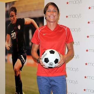 Abby Wambach in The U.S. Women's National Soccer Team Appears at Macy's Town Center Mall - abby-wambach-at-macy-s-town-center-mall-07