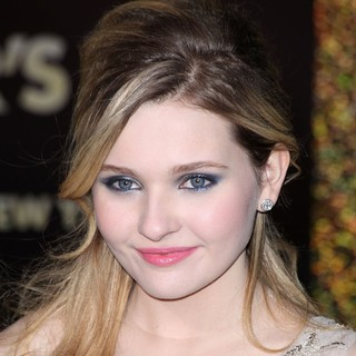 Abigail Breslin in Los Angeles Premiere of New Year's Eve