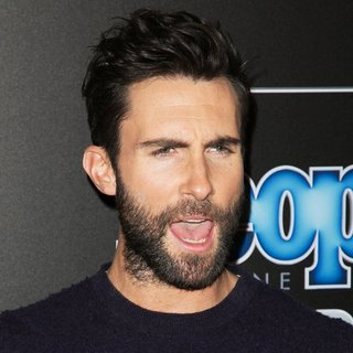 Maroon 5 in 2014 People Magazine Awards - Red Carpet Arrivals - adam-levine-2014-people-magazine-awards-01