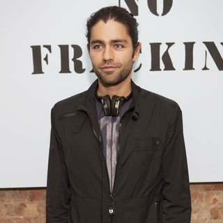 Adrian Grenier in Yoko Ono's Imagine No Fracking Installation - adrian-grenier-imagine-no-fracking-installation-01