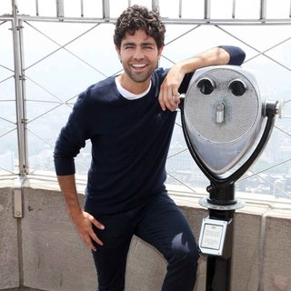 Adrian Grenier Visits The Empire State Building - adrian-grenier-visits-the-empire-state-building-07