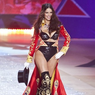 Adriana Lima in The 2012 Victoria's Secret Fashion Show - Inside