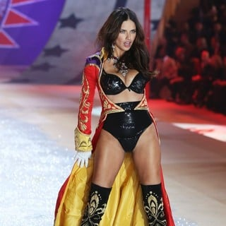 Adriana Lima in The 2012 Victoria's Secret Fashion Show - Inside - adriana-lima-2012-victoria-s-secret-fashion-show-inside-07