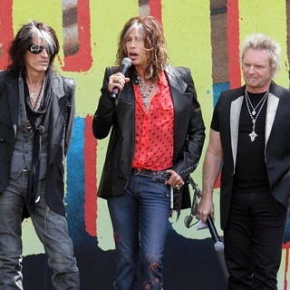 Joe Perry, Steven Tyler, Joey Kramer, Aerosmith in Aerosmith Announce Their New Global Warming Tour