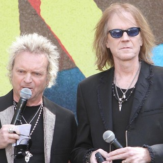 Joey Kramer, Tom Hamilton, Aerosmith in Aerosmith Announce Their New Global Warming Tour