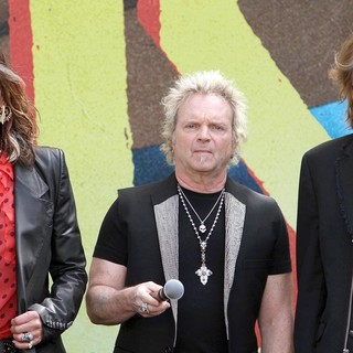 Steven Tyler, Joey Kramer, Tom Hamilton, Aerosmith in Aerosmith Announce Their New Global Warming Tour