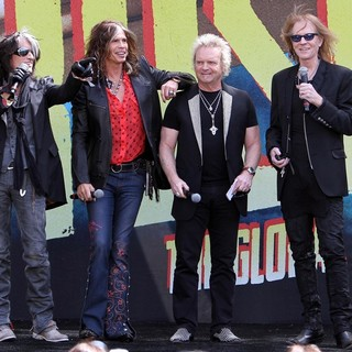 Joe Perry, Steven Tyler, Joey Kramer, Tom Hamilton, Aerosmith in Aerosmith Announce Their New Global Warming Tour