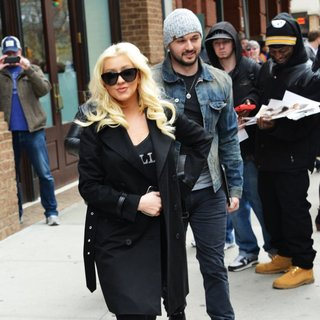 Christina Aguilera - Christina Aguilera and Matt Rutler Leaving for The Airport