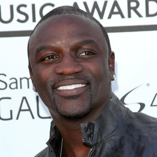 Akon in 2013 Billboard Music Awards - Arrivals