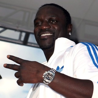 Akon in Sean 'Diddy' Combs Hosts Poolside Bash